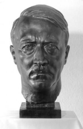 medium_Hitler_par_Arno_Breker.jpg