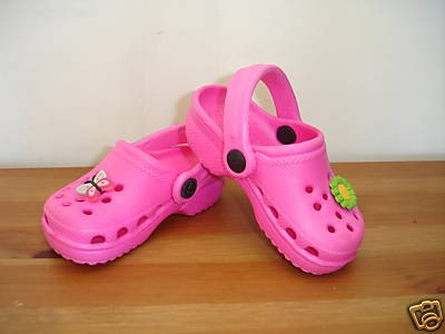 Crocs roses enfant.jpg