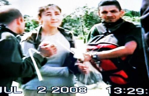 Extrait d'une vidéo bétancourt libération des otages SANTOS.jpg