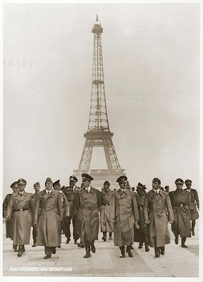 415e30dc3b1127b66acb5cd11ad44fb3.jpg  Hitler in Paris.jpg