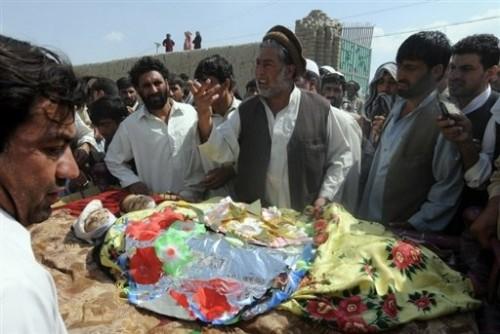 enfants afghans tués par tirs d'obus de l'OTAN 01 09 08.jpg