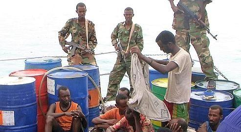 Pirates somaliens sur le pont.jpg