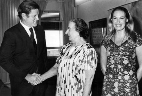 Avec Golda Meir en 1971 à Jérusalem.jpg