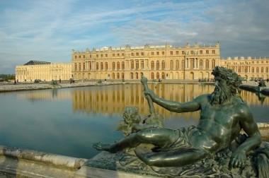 800px-Versailles_chateau-500x332.jpg