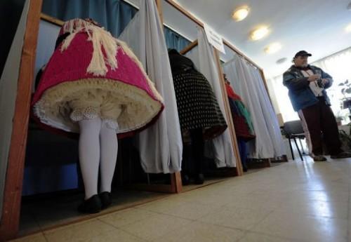 Hongroises habit traditionnel.jpg