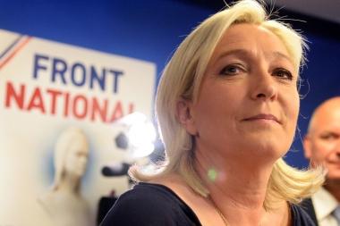 7773103855_marine-le-pen-le-dimanche-25-mai-2014-apres-la-percee-du-parti-aux-elections-europeennes.jpg