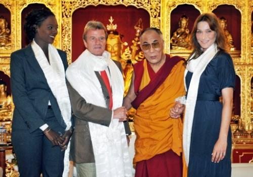 Dalai lama avec les 4.jpg