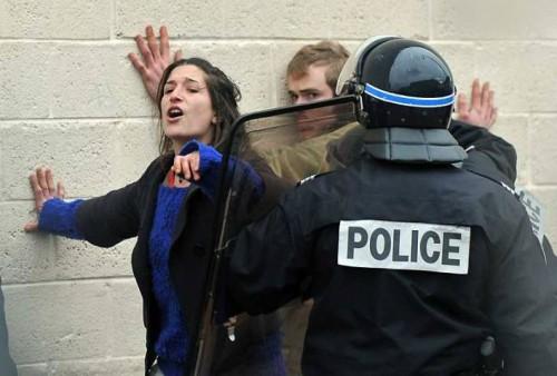 Calais altermondialistes et migrants évacués.jpg