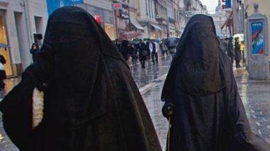 11949251_10153716421624781_2321487692269564392_n.jpg burqas.jpg