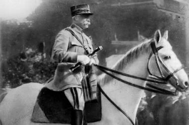 sans-titre.png Pétain en 1919.png