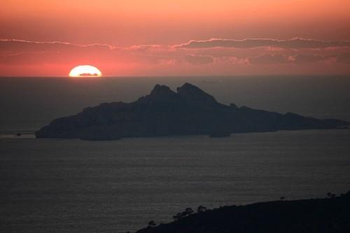 Coucher de soleil sur le mont canigou vu de cassis gaelle mann - Coucher de soleil marseille ...