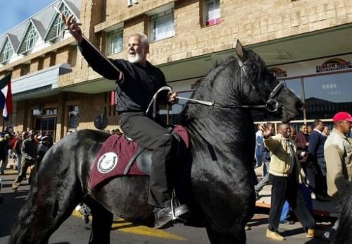 Eugène Terreblanche à cheval.jpg