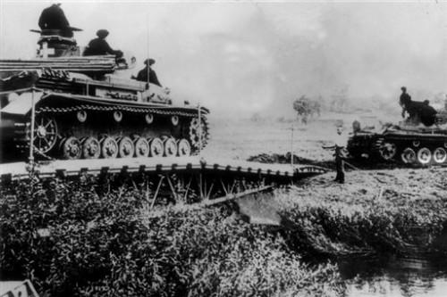 Chars allemands entrent Pologne 6 sept 1939.jpg