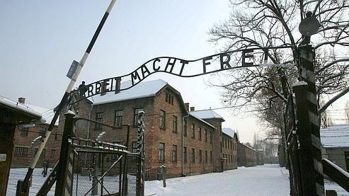 Enseigne nazi Auschwitz.jpg