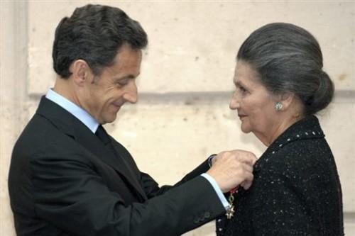 Veil grand officier de la légion d'honneur Sarkozy 29 avril 09.jpg
