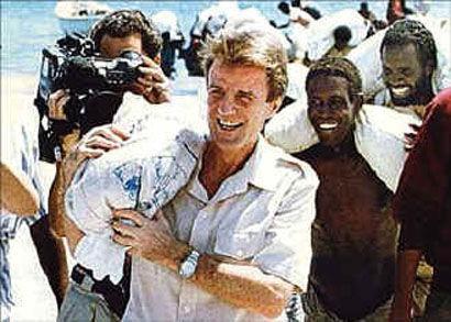 Kouchner sac de riz.jpg
