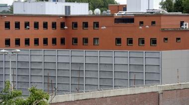 5527139.jpg prison.jpg