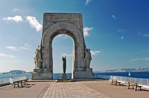 Monument aux morts Orient Marseille 1927.jpg