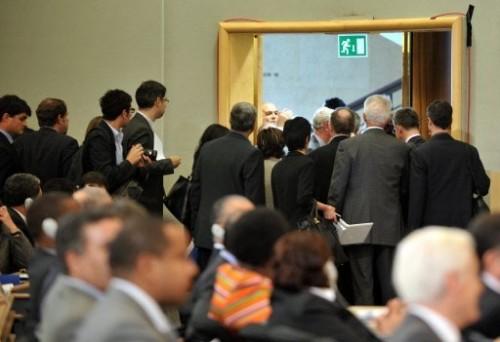 Conférence racisme européens quitent la salle pdt discours.jpg