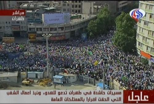 Ahmamadinejad ses partisans le 16 juin O09.jpg