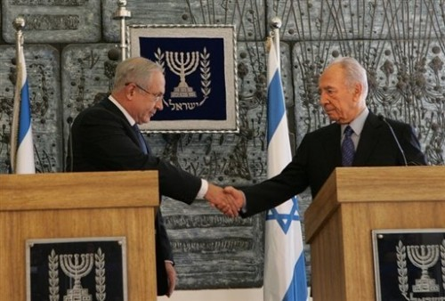 Benjamin Netanyahu et Shimon Peres 20 fev.jpg