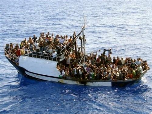 300 clandestin sur ce bateau 2008.jpg