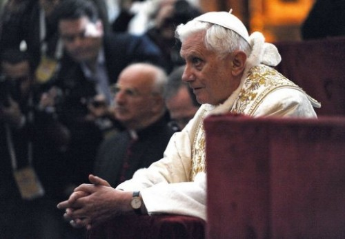 Pape devant le saint suaire.jpg