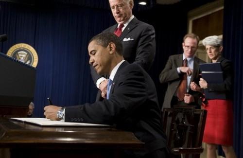 Guantanamo Obama signe 21 janvier 09.jpg