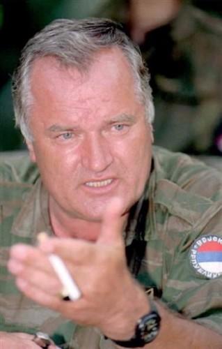Ratko Mladic serbe.jpg