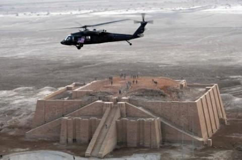 UR survolé par hélicoptèee US.jpg