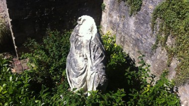 vierge_3_1.jpg statue Vierge décapitée.jpg
