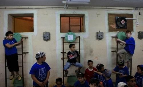 Enfants israel dans un abri 2 juin 09.jpg
