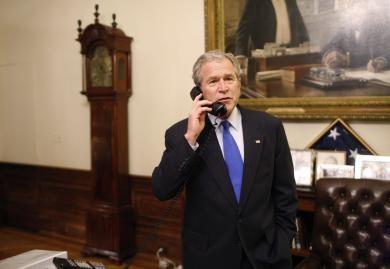 Bush téléphone à Obama.jpg