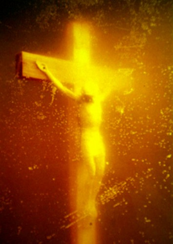 Piss_Christ_by_Serrano_Andres__1987_.jpg