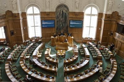 Christiansborg_Folketingssalen_20120420_0222F_8188480571.jpg Danois.jpg
