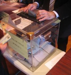 Urne-electorale-elections-Credit-Pierre-Alain-Dorange-WikiCC.jpg