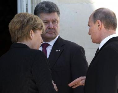 650954-le-president-ukrainien-petro-porochenko-c-s-entretient-avec-le-president-russe-vladimir-poutine-et-l.jpg