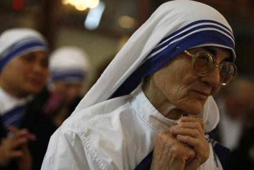 Gaza une religieuse prie en attendant la messe de minuit.jpg