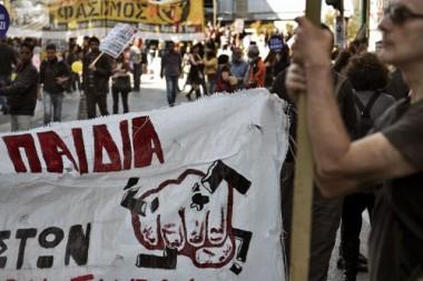 Des-milliers-de-personnes-ont-manifest-samedi-Ath-nes-contre-le-fascisme-et-le-racisme-.jpg