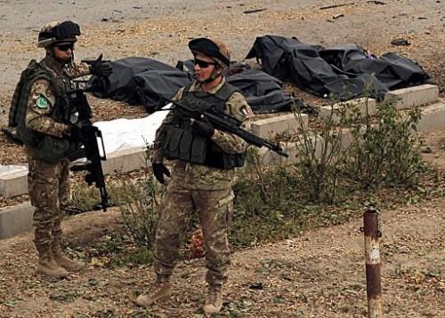 Afghanistan 6 soldats italiens.jpg