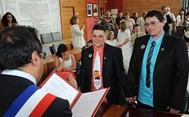premier-mariage-lesbiennes_jpeg.jpg