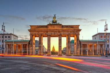 Brandenburg-Gate-West-Berlin.jpg