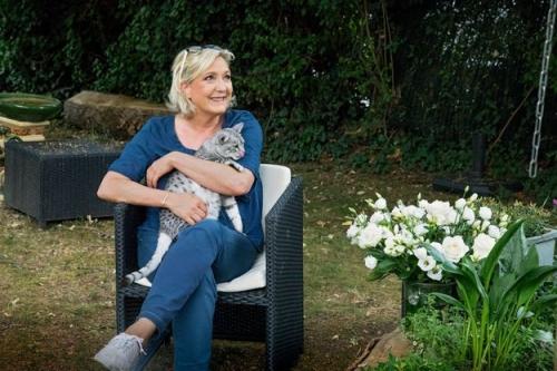 Betes-de-pouvoir-Marine-Le-Pen-Les-chats-me-consolent.jpg
