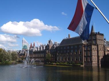 800px-Den_Haag_Binnenhof.jpg