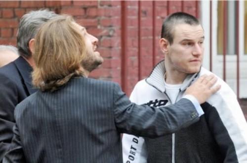 Machin sort de prison avec son avocat 7 oct 2008.jpg
