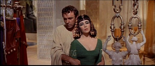 800px-1963_Cleopatra_trailer_screenshot_(24).jpg