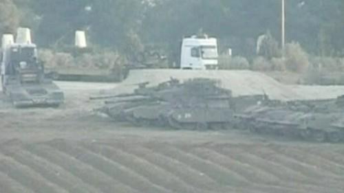 Chars planqués frontière de Gaza 21 janv 09.jpg