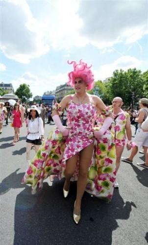 Gay Pride homo en rose.jpg
