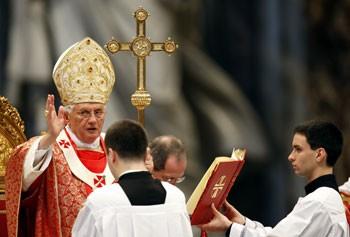 Benoît XVI messe de Pentecôte.jpg