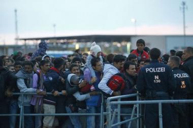 2358141.jpg migrants.jpg